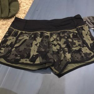 Lulu Lemmon shorts size 6 in great condition!